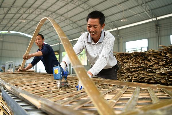 湖北通城:楠竹编织美好生活